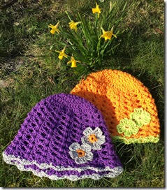 Hattar med blommor