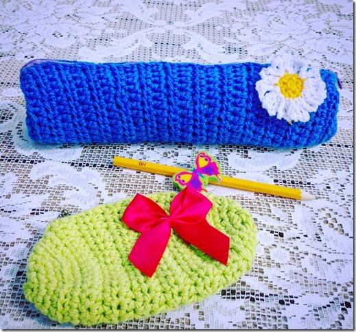 Pennfodral i Emma soft blå och börs i Emma soft grön